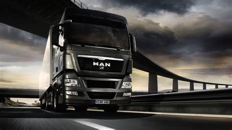 Man Truck Wallpaper (8654)