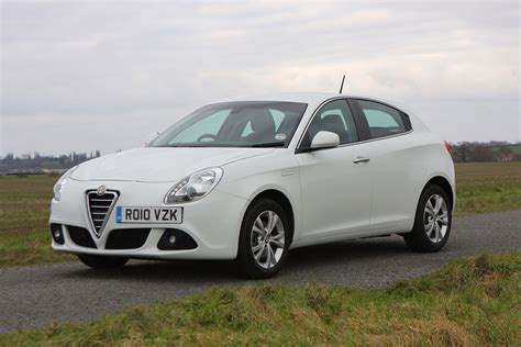 Alfa Romeo Giulietta Hatchback Review (2010