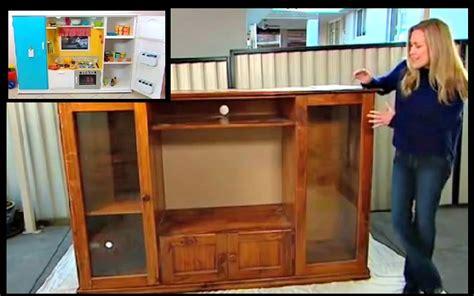 tele pour cuisine transforme un vieux meuble de télé en un espace de