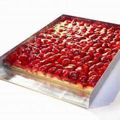 Biskuitboden Blech Erdbeerkuchen : sommer im viereck erdbeer becherkuchen vom blech rezept ~ A.2002-acura-tl-radio.info Haus und Dekorationen