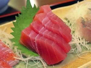 Tuna Sashimi With Daikon and Ginger
