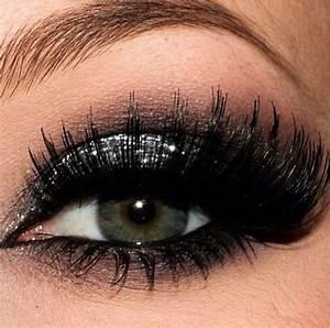 Silver glitter eyeshadow #smokey #dark #glitter #bold #eye ...