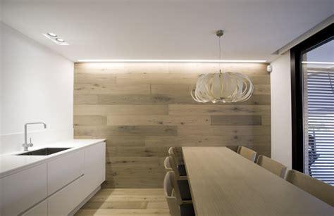 meuble à épices cuisine un appartement tout blanc et tout en hi macs galerie