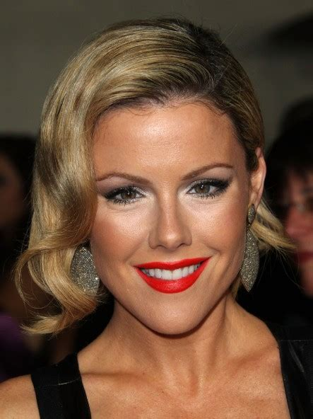 kathleen robertson hairstyle deep side part jaw length bob hairstyle hairstyles weekly
