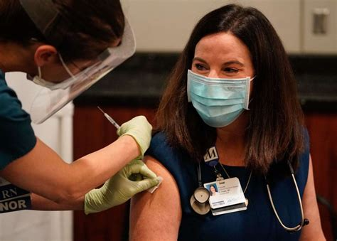 Texans now more likely to get COVID-19 vaccine, survey says