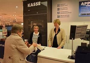 An Der Kasse : bezirksb rgermeisterin an der karstadt kasse f r das stadtteilzentrum steglitz ~ Orissabook.com Haus und Dekorationen