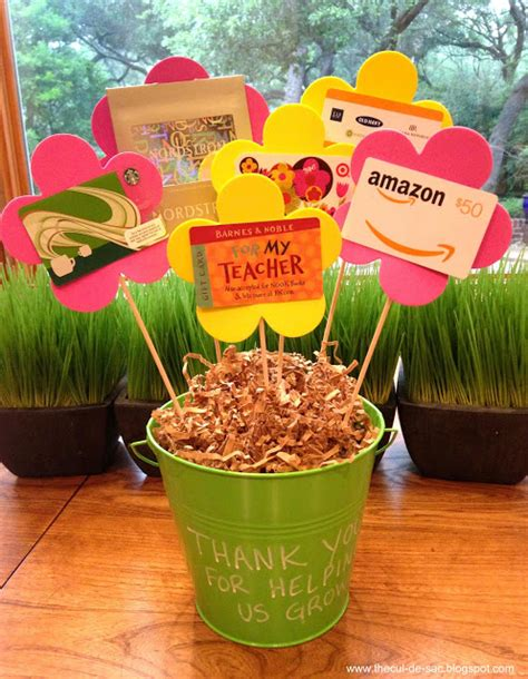 32 gifts for teachers that they will totally appreciate 515 | Teacher Appreciation Week Gift Card Bouquet kc6pyl