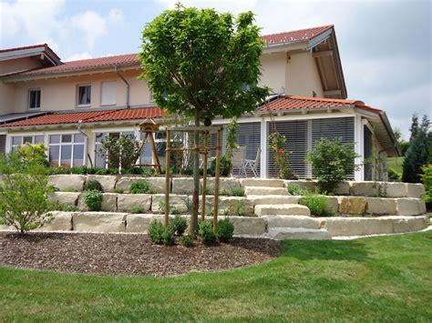 terrasse mit mauer treppen und wege bruckmeier garten und landschaftsbau