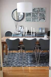 Unter Tisch Gerät : modernes esszimmer mit kelim teppich unter dem tisch wohnen esszimmer teppich esszimmer ~ Heinz-duthel.com Haus und Dekorationen
