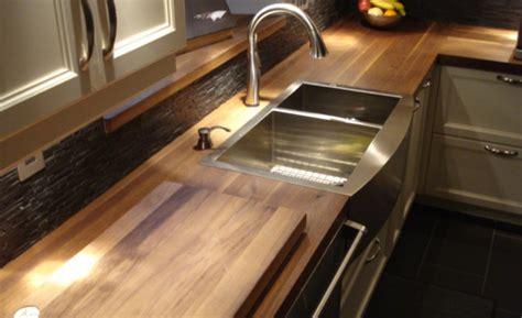 comptoir bois cuisine comptoir cuisine bois on entre dans la cuisine par la galerie avant cette cuisine en bois