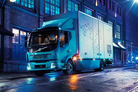 volvo fl electric truck packs    miles  range