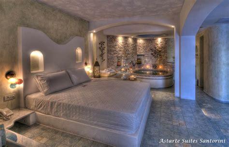 chambre avec jaccuzzi honeymoon suite astarte suites luxury hotel in santorini