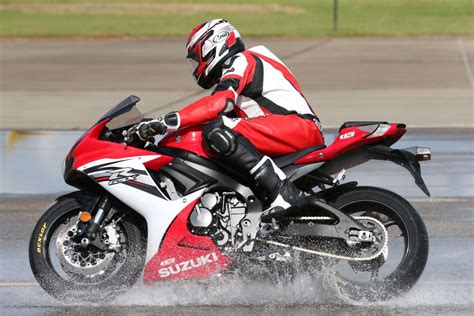 motorcycle rain riding motorcycles in the rain tips 8 essential techniques