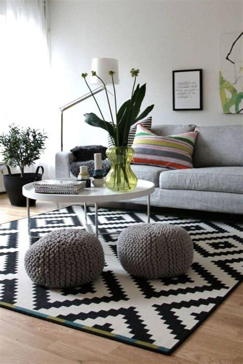 quel tapis avec canapé gris les 25 meilleures idées de la catégorie tapis salon sur