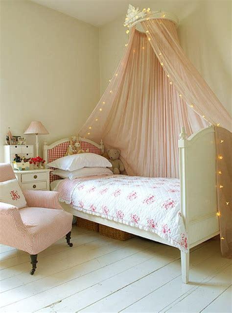 tissu pour chambre bébé le ciel de lit bébé protège le bébé en décorant sa chambre