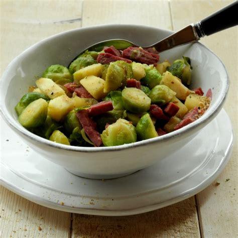 cuisiner choux bruxelles choux de bruxelles aux pommes avec ou sans lardons de