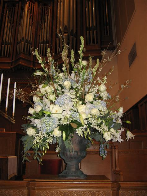 church flowers   wedding ceremony flower