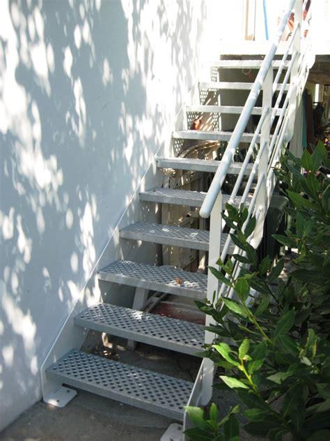 escalier exterieur en metal fabricant d escalier escalier m 233 tal bois verre design tous styles