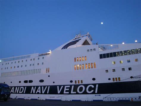 grandi navi veloci sicilia  meno  notizieit