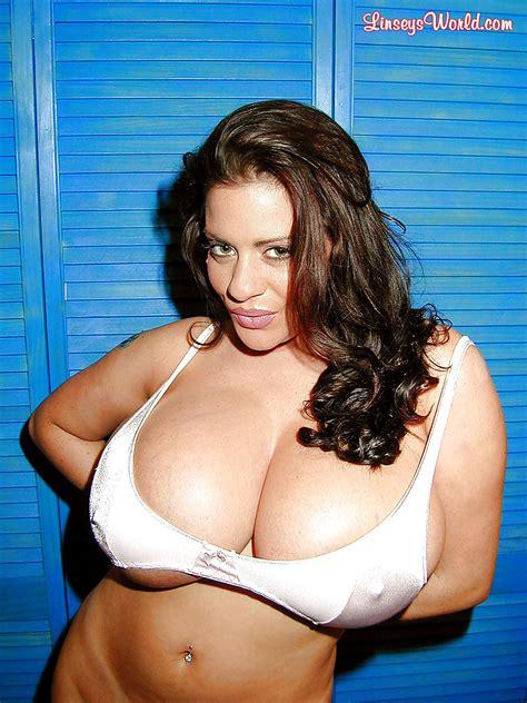 Chubby Brunette Milf Hot Girls Wallpaper