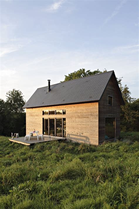 barn style weekend cabin embraces  simple life modern house designs