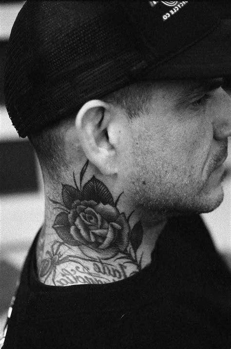 tatouage cou homme tatouage homme cou