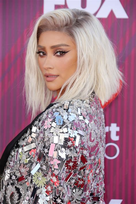 shay mitchell  iheartradio  awards