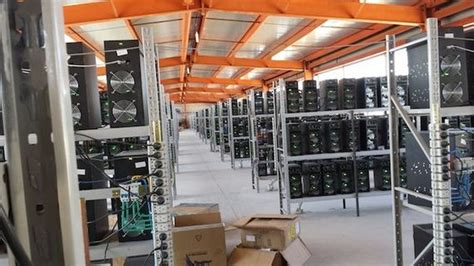 Here is a sample view of the bitcoin mining farm of mining server machines owned by the bitclub network. Inside a Large Bitcoin Farm - Barnorama