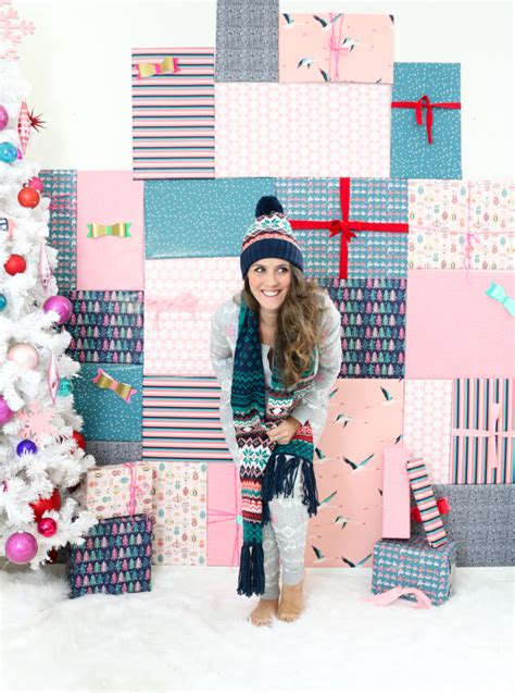Diy Photo Backdrop With Wrapping Paper by Diy It A Faux Gift Photo Booth Backdrop A Kailo Chic