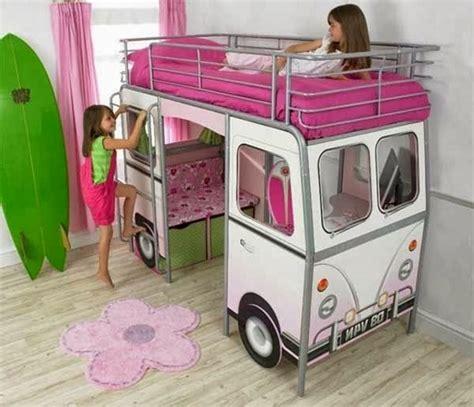 plafond chambre bébé un lit mezzanine pour enfant des idées en photos