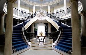 4 Creative Circular Staircase Designs