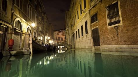 How Deep Are The Canals Of Venice Italy