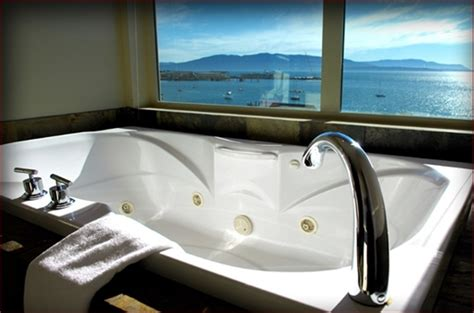 hotel in seattle with tub in room hotel rooms with for arnie jo on the go