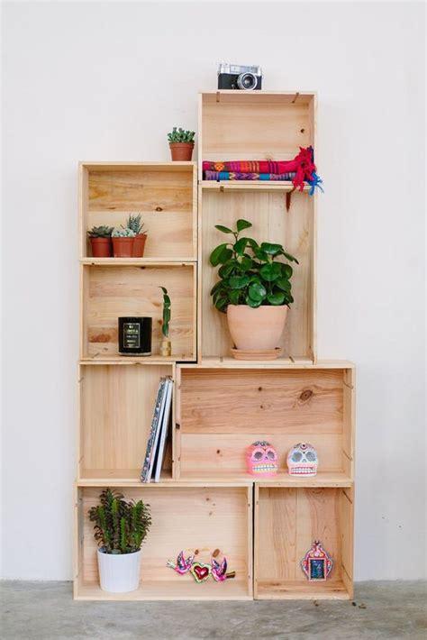 libreria con cassette di legno un mobile design con le cassette di legno 20 idee da cui