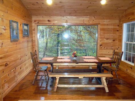 beautiful river cabin  screen porch deck
