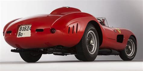 It had a v12 engine of 4,023.32 cc (245.518 cu in) and featured twin overhead camshafts, two valves per cylinder and six weber 44 dcn carburettors giving a maximum power of 390 horsepower at 7400 rpm. ferrari-335-s-spider-1957-7   Blog sobre Carros da Damy Autocenter