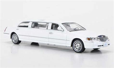 lincoln town car  white vitesse diecast model car