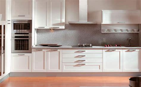 materiales en muebles de cocina las puertas por fuera
