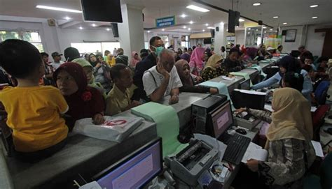 antrian panjang  rumah sakit  kantor bpjs  solusinya speak  ideas shift indonesia