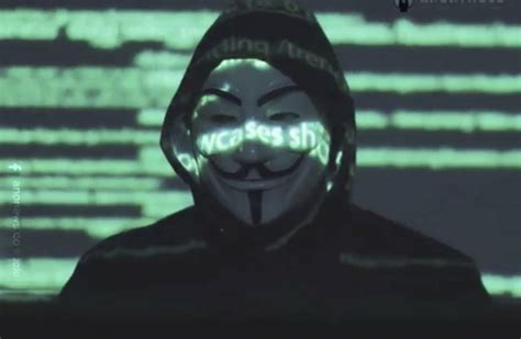 anonymous regresa en pleno covid  amenaza  exponer