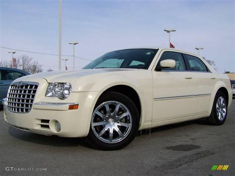 2008 Chrysler 300 Limited by 2008 Cool Vanilla White Chrysler 300 Limited 2974391