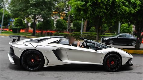 lamborghini aventador sv roadster sound aventador lp750 4 sv roadster acceleration loud sound in mexico city youtube