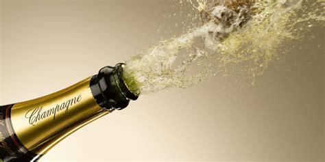 Quali sono le regole per sciabolare in maniera corretta? Cresce lo Champagne in Italia   winemeridian.com