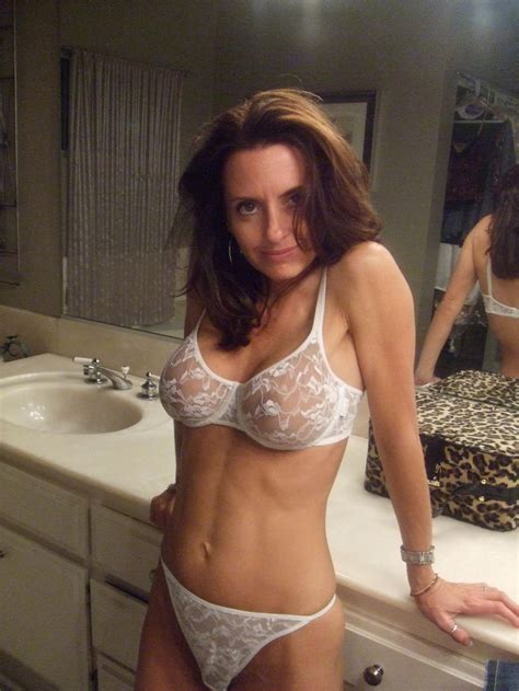 Sexy Milf In The Bathroom Milf Milfs Pictures Pictures Luscious