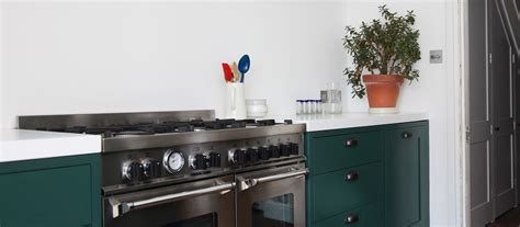 the green kitchen company green shaker kitchen 8459