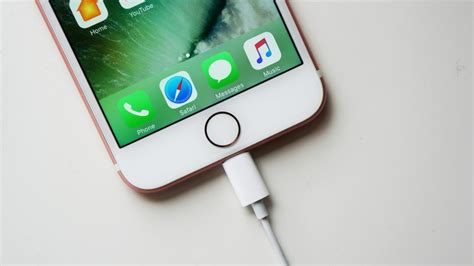 iphone screen turns on by itself iphone 7 home button not working here s the easy fix
