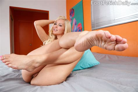 Aaliyah Love And Alyssa Reece Are Showing Off Their Nice Sexy feet And Legs