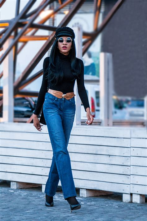 Retro Chic Look in Wide Leg Jeans