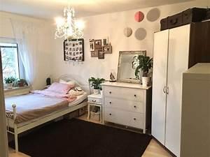 Wg Zimmer Einrichten : gem tliches wg zimmer im wei und rosa wgzimmer ~ Watch28wear.com Haus und Dekorationen