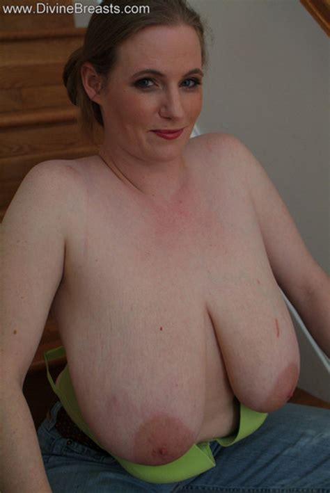 Busty Amateur Milf Next Door Shows Big Nipples